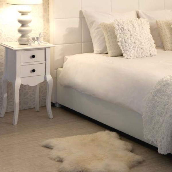 peau de mouton. Black Bedroom Furniture Sets. Home Design Ideas